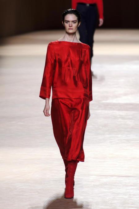Czerwony satynowy komplet Hermes