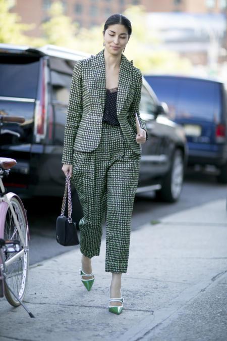 Zielony garnitur podczas Tygodnia Mody w Nowym Jorku