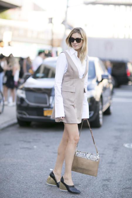 Bluzka z długim rękawem do sukienki jest w modzie