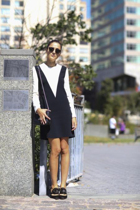 Elegancja i szyk w połączeniu sukienki z bluzką na długi rękaw