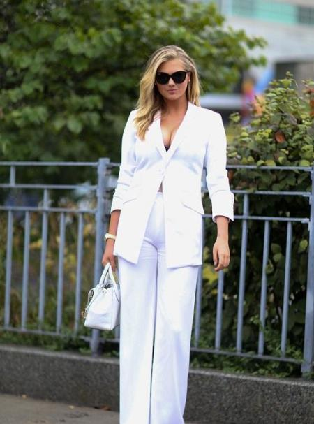 Kate Upton w białym garniturze