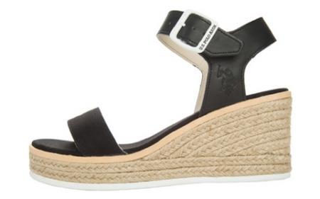 Sandały z czarnymi paskami