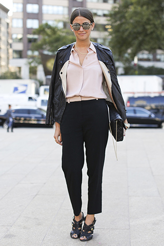 Czarne spodnie z wysokim stanem wydłużą Twoje nogi
