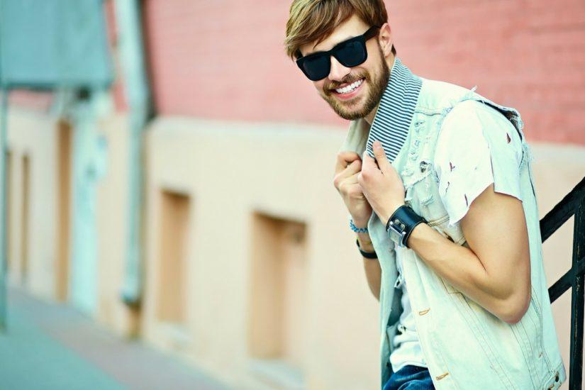 męskie ubrania i dodatki idealne na lato