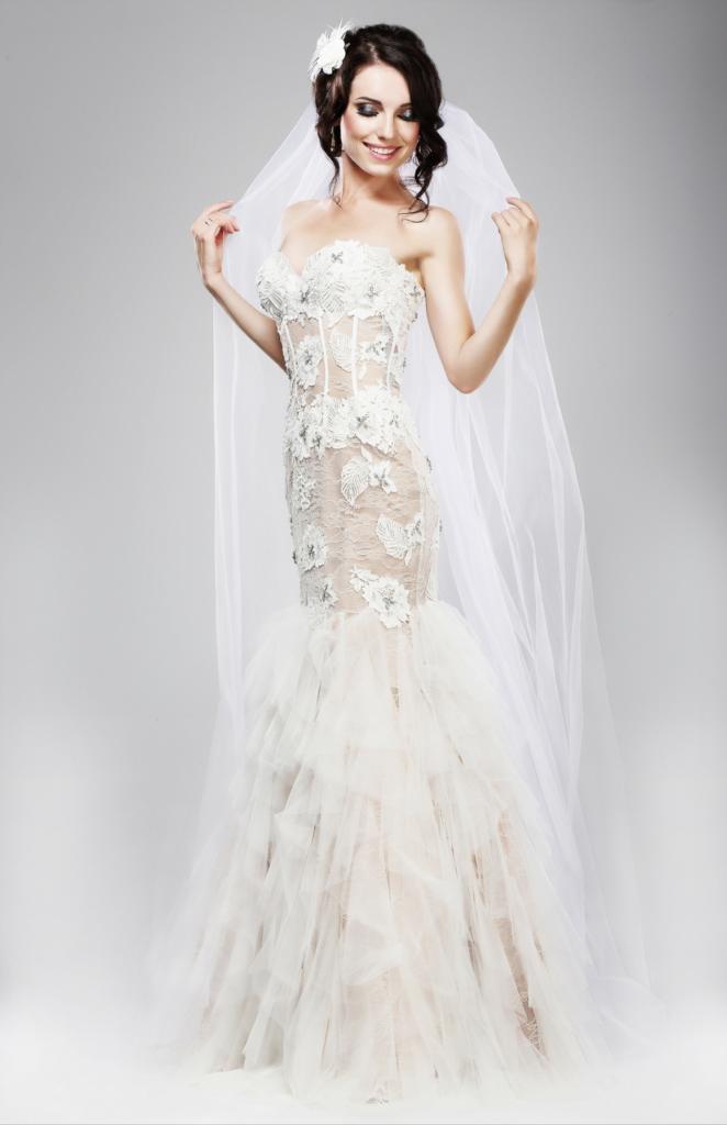 Suknia ślubna dla kobiety o chłopięcej sylwetce.