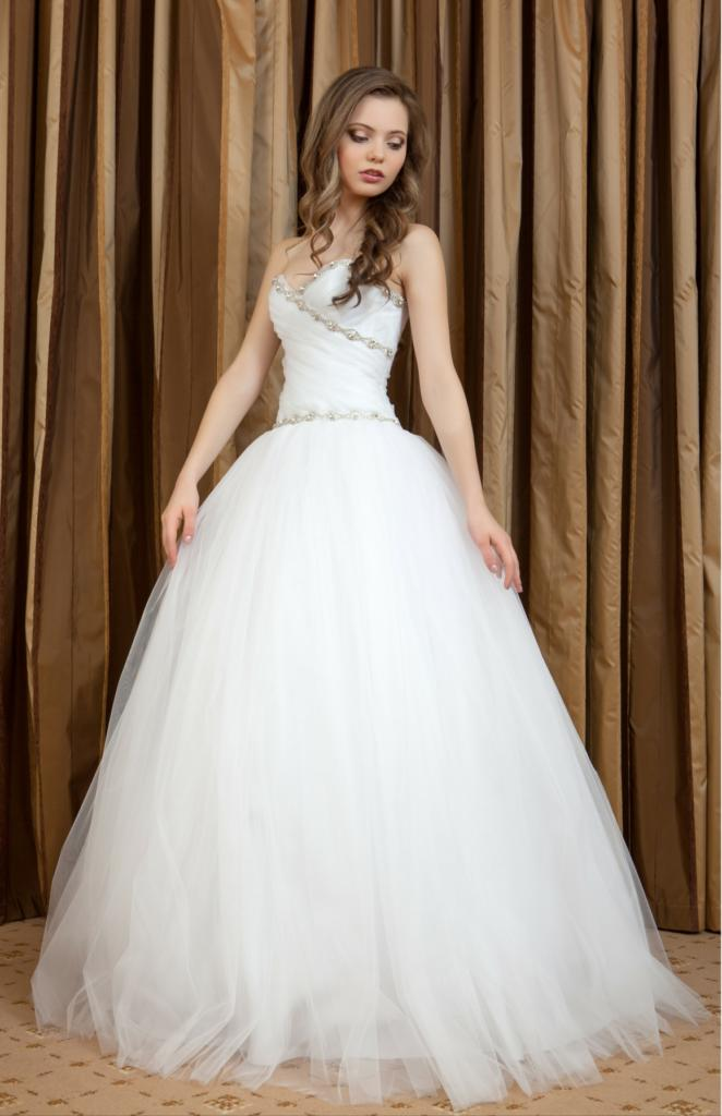 Jaka suknia ślubna dla figury w kształcie jabłka?