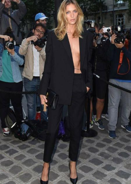 Anja Rubik pojawiła się w czarnej marynarce i eleganckich spodniach!