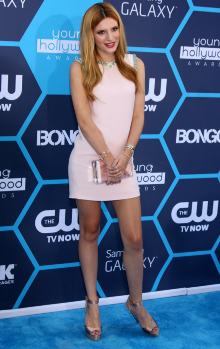 Bella Thorne podczas gali Young Hollywood Awards