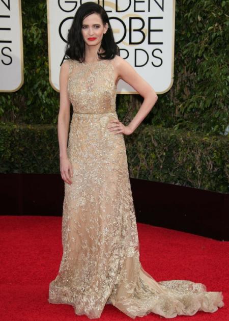 Francuska aktorka uwielbia suknie podkreślające talię!
