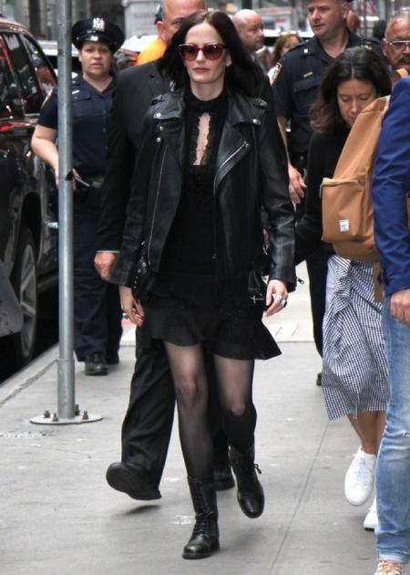 Aktorka uwielbia mroczny, gotycki styl!