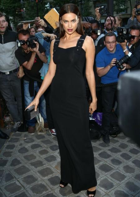 Irina Shayk wyglądała zjawiskowo w czarnej długiej sukience!