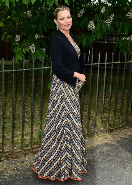 Kate Moss zdecydowała się na sukienkę maxi we wzory!