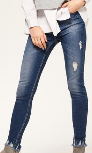 Postrzępione jeansy