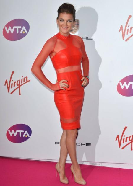 Agnieszka wybrała czerwoną prześwitującą sukienkę