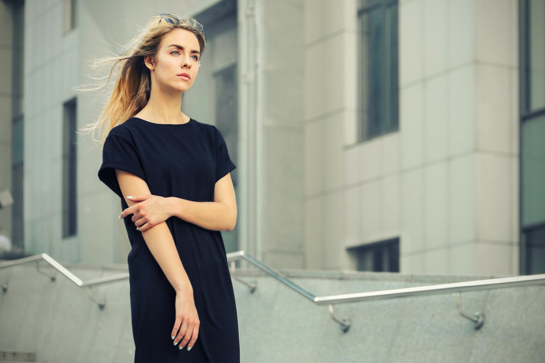 Jak szybko skomponować stylizację z sukienką?