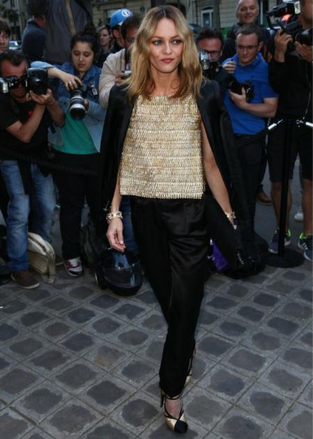 Vanessa Paradis pojawiła się w eleganckiej garniturowej stylizacji!