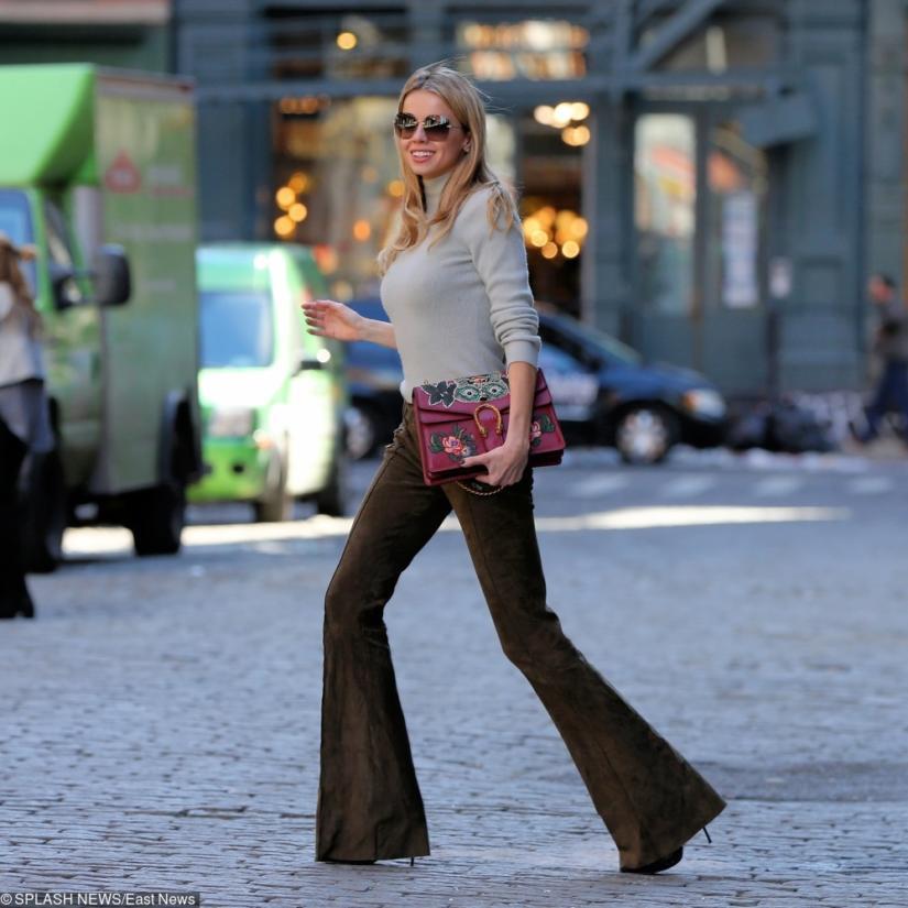Brytyjska modelka Louisa Warwick z torebką marki Gucci