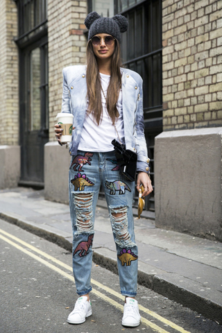 Modne jeansy z nadrukami