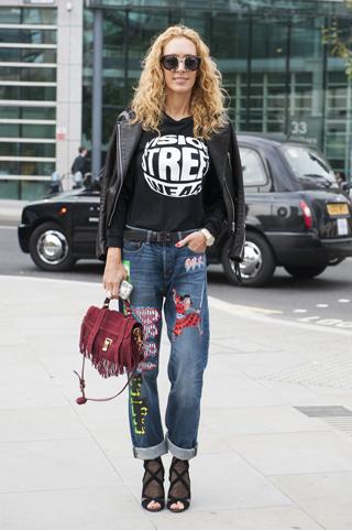 Londyśnkie fashion week prezentuje jeansy z nadrukami