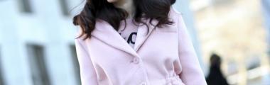 jasnoróżowy pastelowy płaszcz