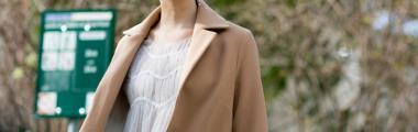 Camelowy płaszcz maxi