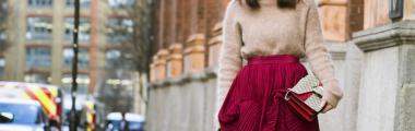 stylizacje z beżowym swetrem