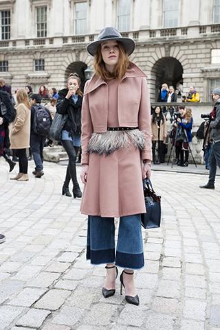 warstwowy ubiór, ubiór na cebulkę, jasny róż, płaszcz damski, trendy jesienne, trendy zimowe, stylizacje na jesień, stylizacje na zimę