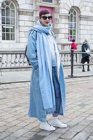 warstowy ubiór, ubiór na cebiulkę, błękitny płaszcz, płaszcz damski, stylizacje na jesień, stylizacje na zimę