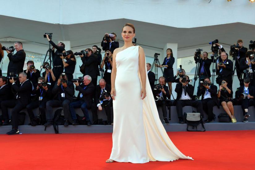 Natalie Portman w ciąży w białej sukni
