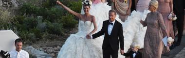Giovanna Battaglia w białej sukni ślubnej z falbanami