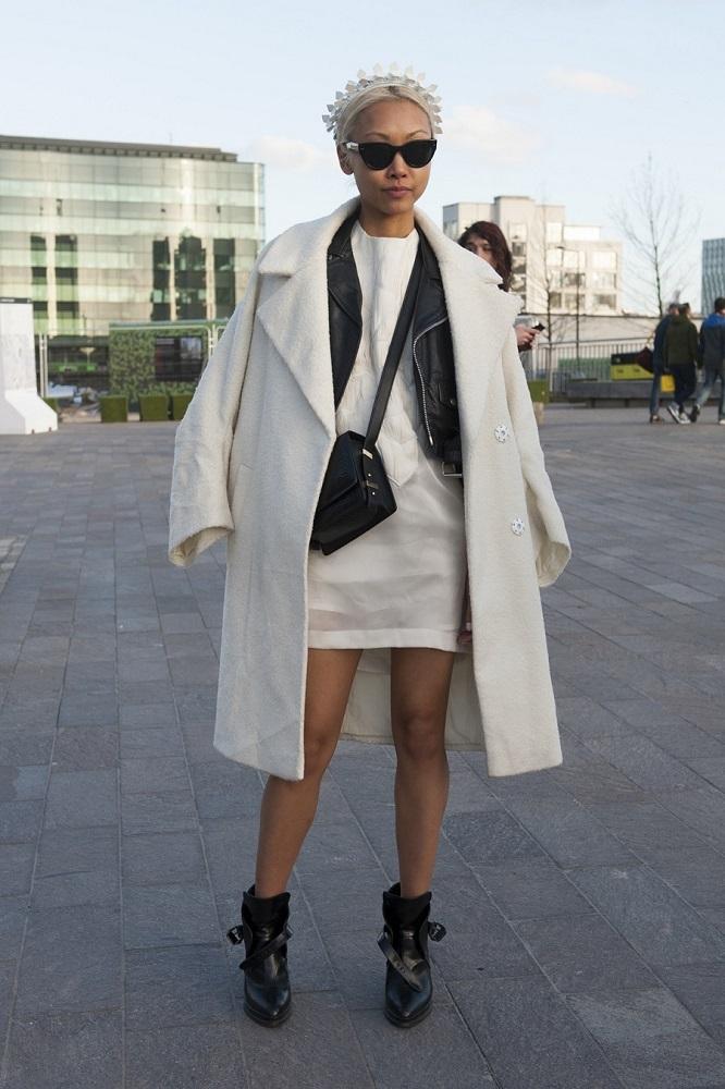 Skórzana kurtka może być noszona jako żakiet
