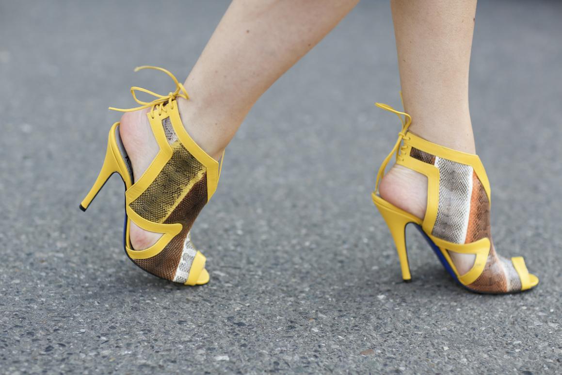 Żółte sandałki na szpilce