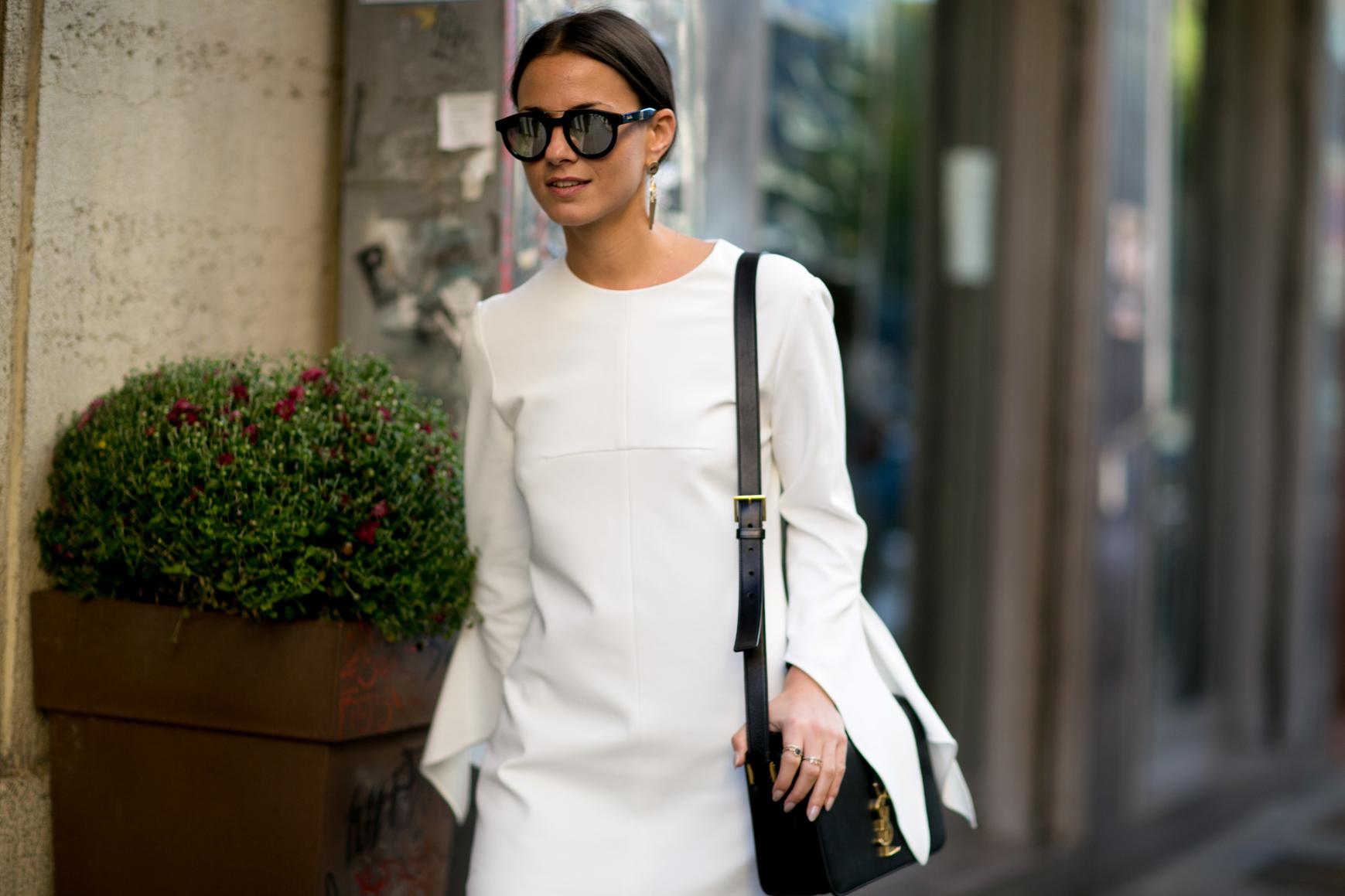 Biała bluzka w stylu koszulowym