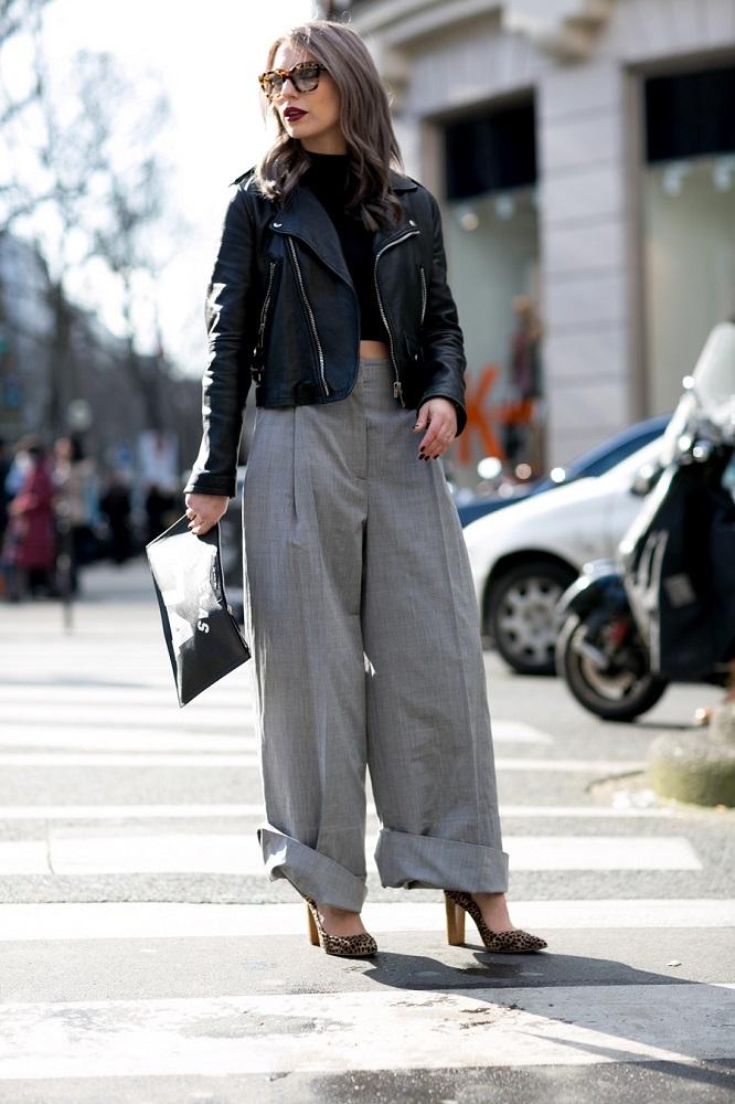 Skórzana kurtka pasuje do szerokich spodni