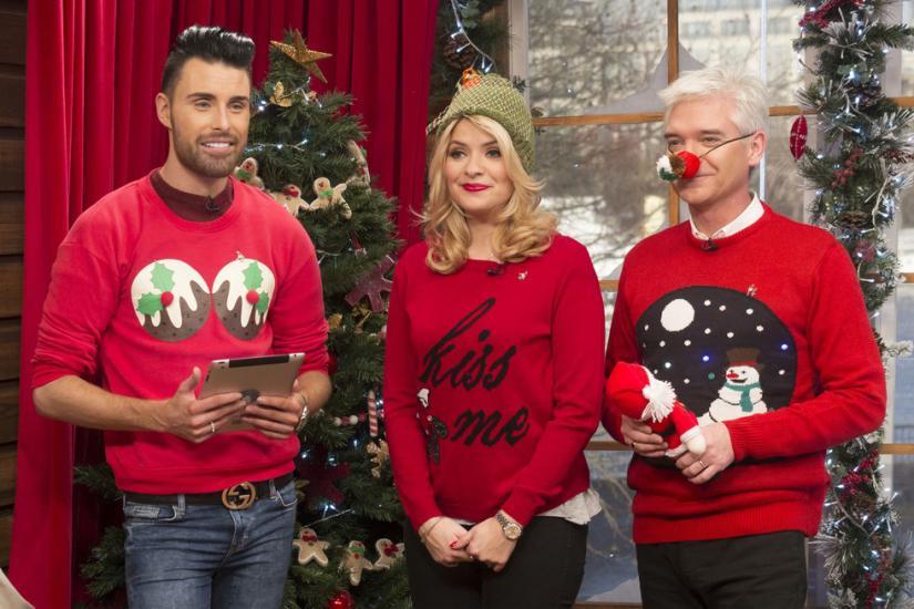 Swetry świąteczne są uroczym dodatkiem do naszych zimowych stylizacji