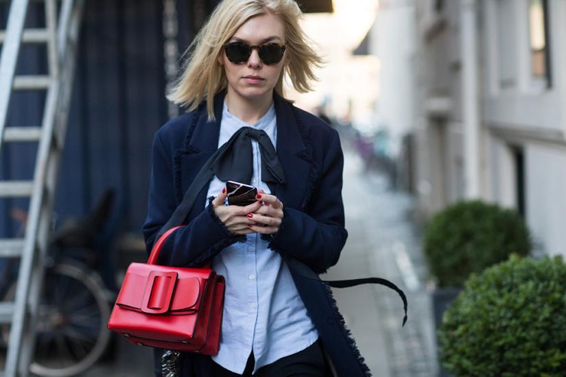 Okulary, koszula i torebka pomogą Ci wyglądać bardziej profesjonalnie