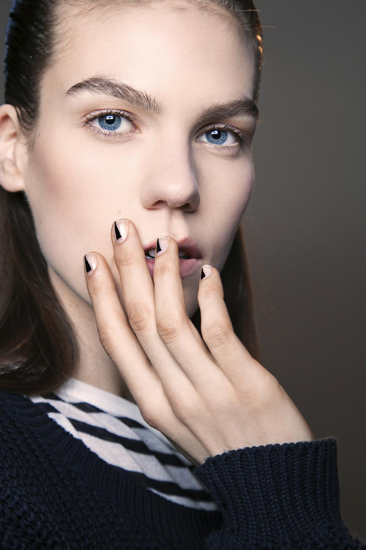 Krótkie paznokcie są hitem pokazów mody