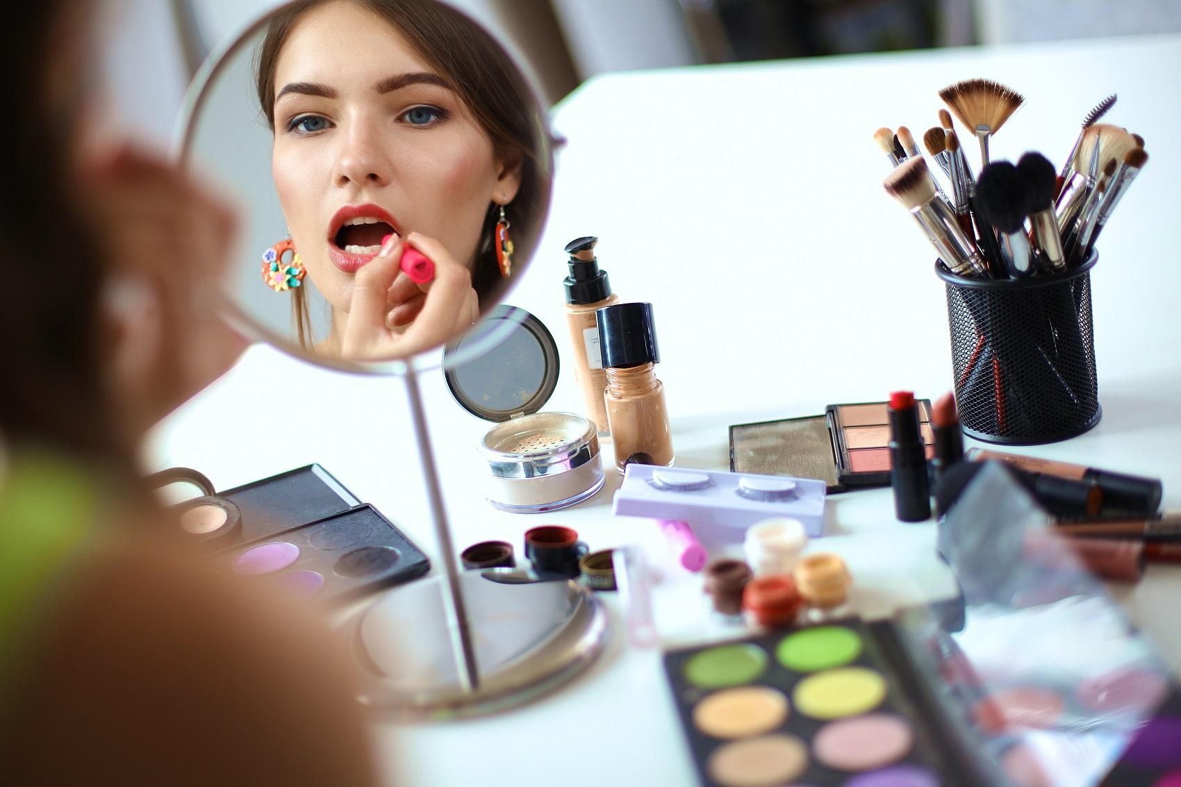 Nakładanie kosmetyków krok po kroku