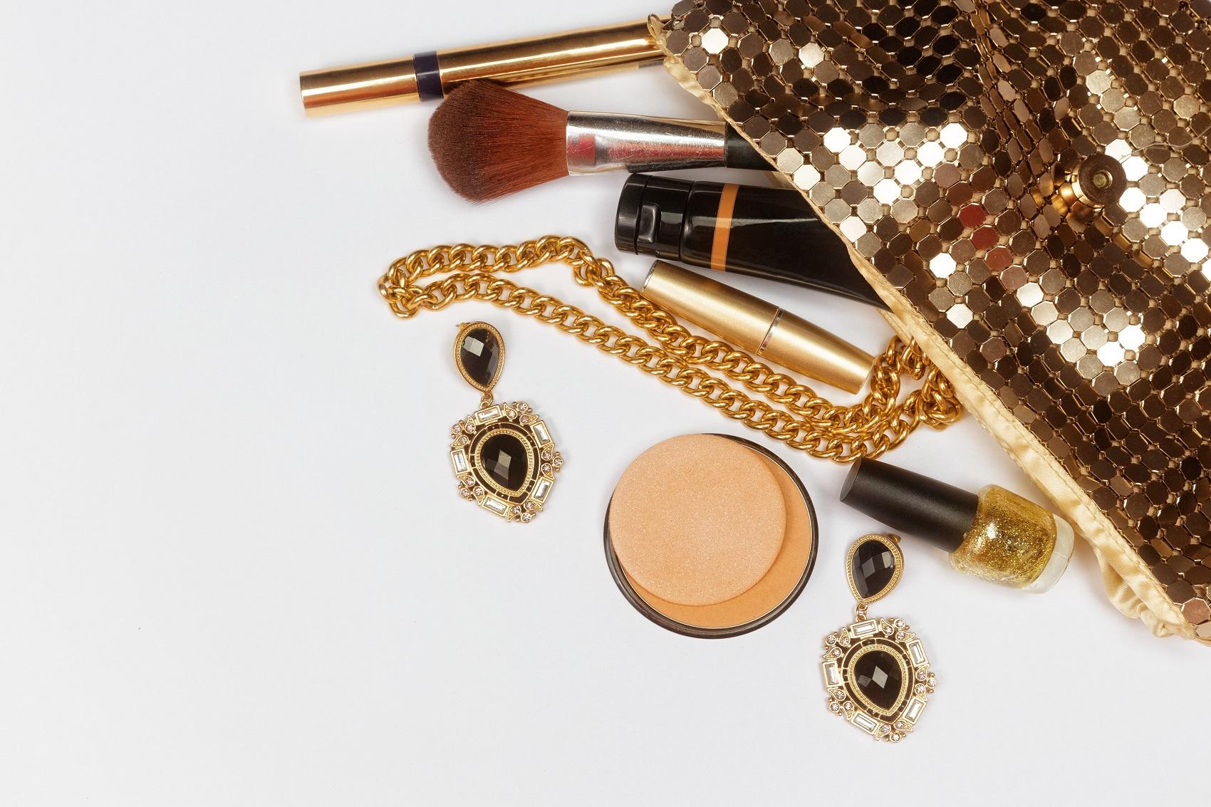 Zabierz ze sobą kosmetyki do ewentualnych poprawek w trakcie imprezy