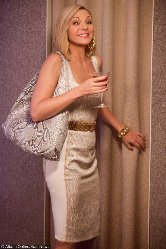 Samantha w jasnej sukience