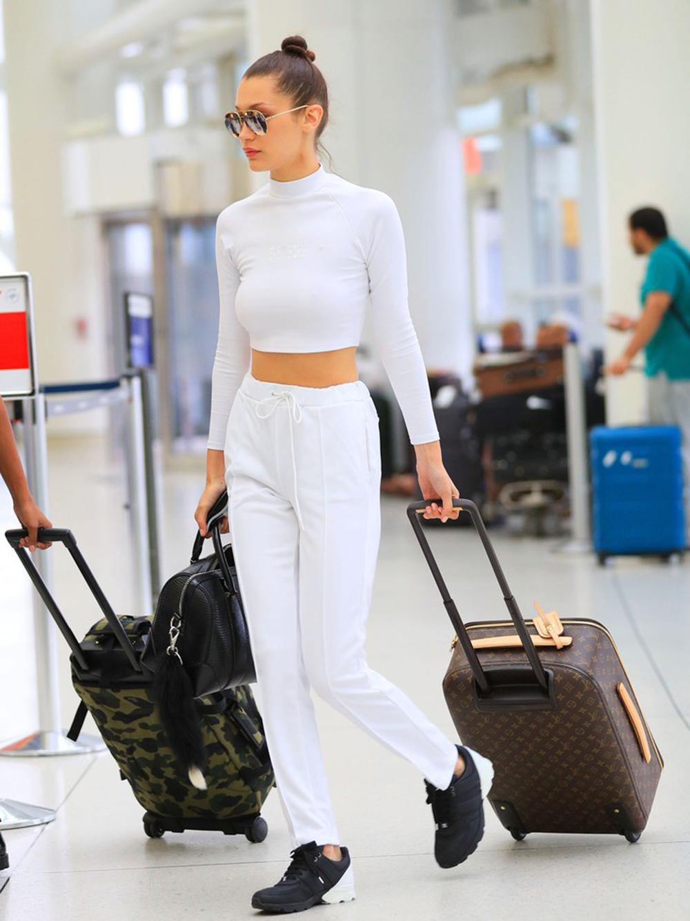 Bella Hadid na lotnisku
