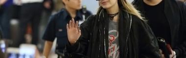 Gigi Hadid na lotnisku zawsze nosi okulary przeciwsłoneczne