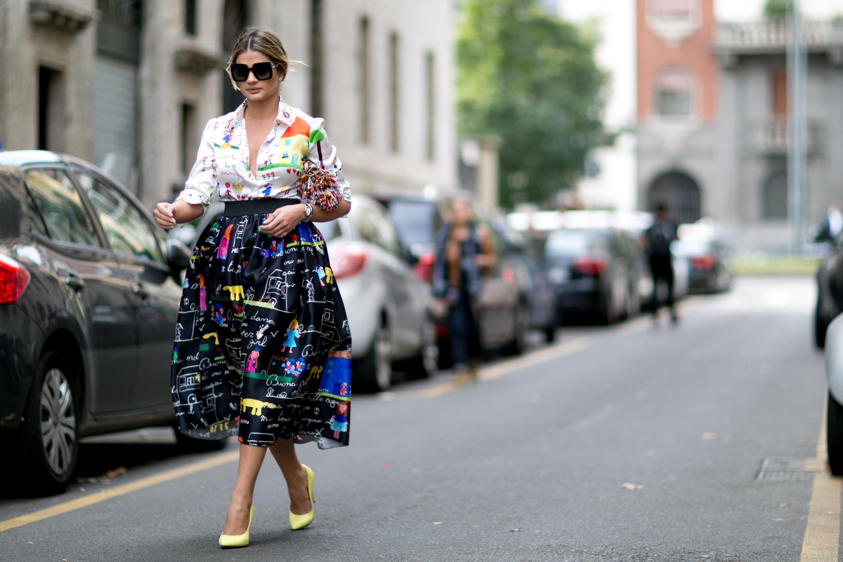 Spódnica midi sprawdzi się u wysokich kobiet