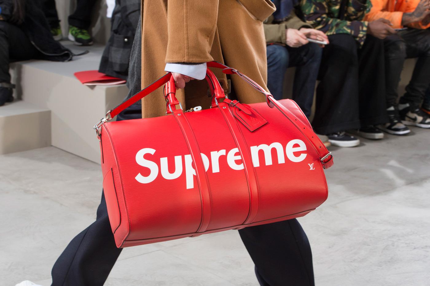 7d6f8e518e3f2 Kolekcja Louis Vuitton x Supreme zadebiutowała na wybiegu w Paryżu!