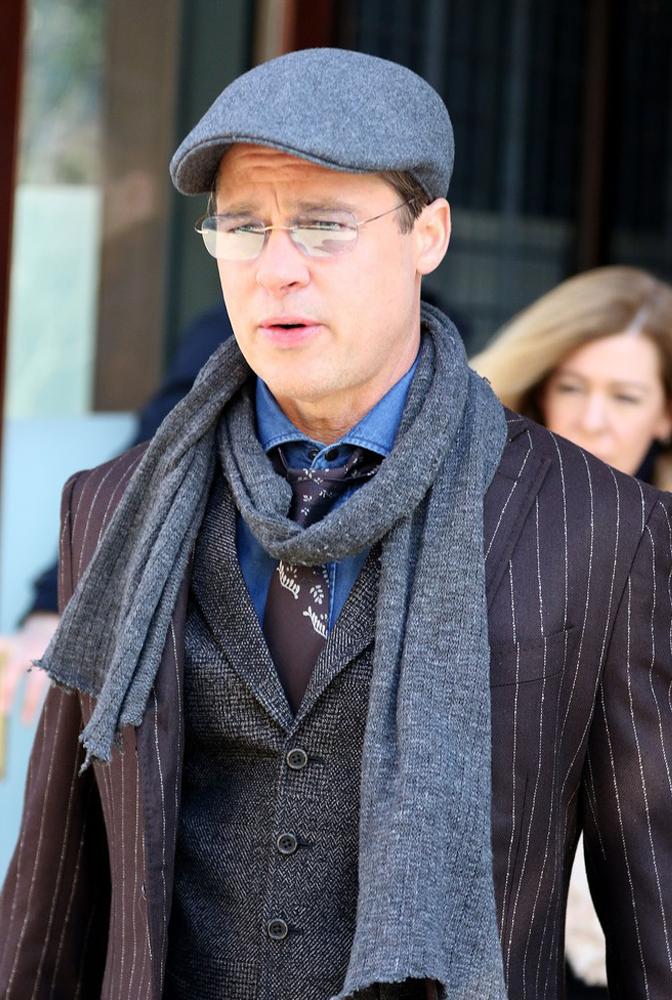 Brad Pitt w postarzających ubraniach