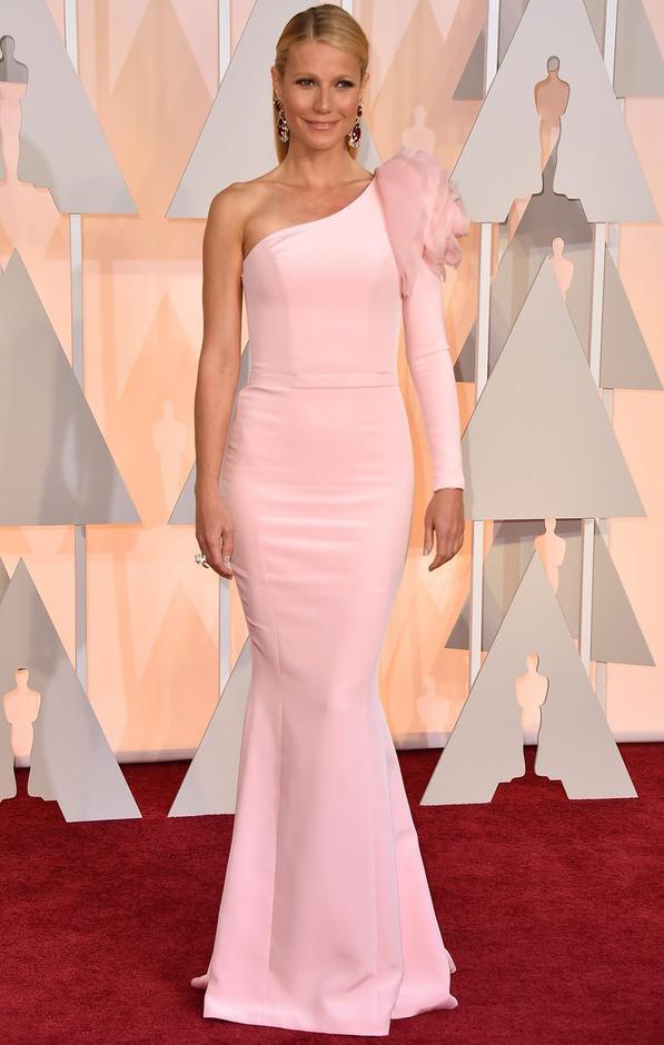 Gwyneth Paltrow - sukienka z asymetrycznym dekoltem