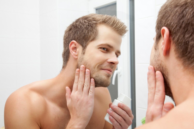 Pamiętaj o codziennym oczyszczaniu, tonizowaniu i nawilżaniu