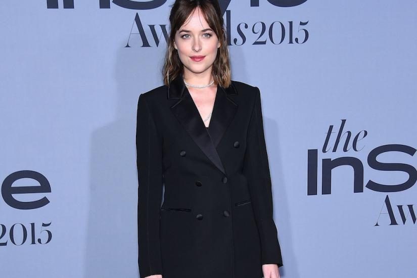 Dakota Johnson ciemsny damski garnitur