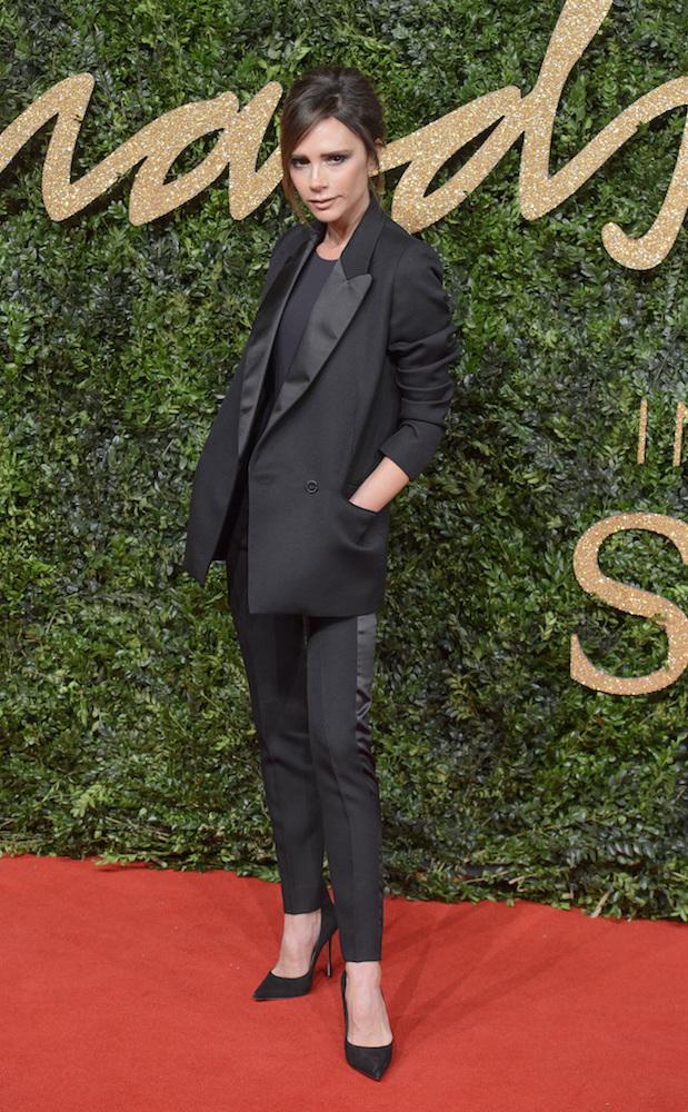 Victoria Beckham w minimalistycznym garniturze