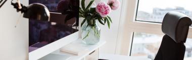 Kwiaty pomogą Ci stworzyć klimatyczne domowe biuro